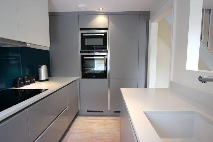 Cocina Gris Perla Y Blanco Mate De Lwk Kitchens Kitchen Design Custom Kitchen Cabinets Matt Kitchen