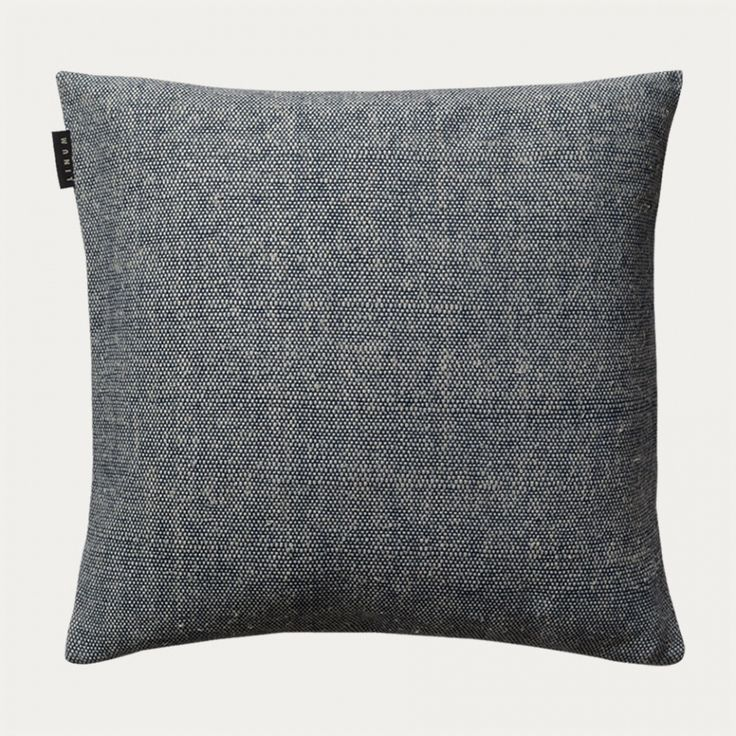 Cushion cover in ink blue. Drop cushion cover is made from a mix of cotton and silk which gives the cushion cover a really special quality and a pleasant colour. Size:50X50 cm. Country of origin: India. Inner cushion sold separately.