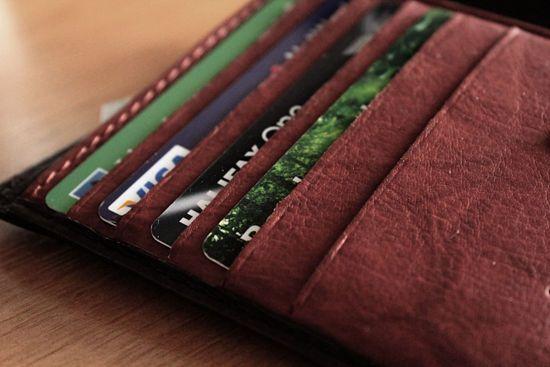 Ini, 10 Tanda Anda Kecanduan Kartu Kredit - berita - CariKredit.com