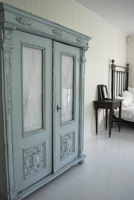 Beautiful. Love the color.: Idea, Painted Furniture, Beautiful Blue, Shabby Blue, Blue Wardrobe, French Blue, Armoires Wardrobes Cupboards