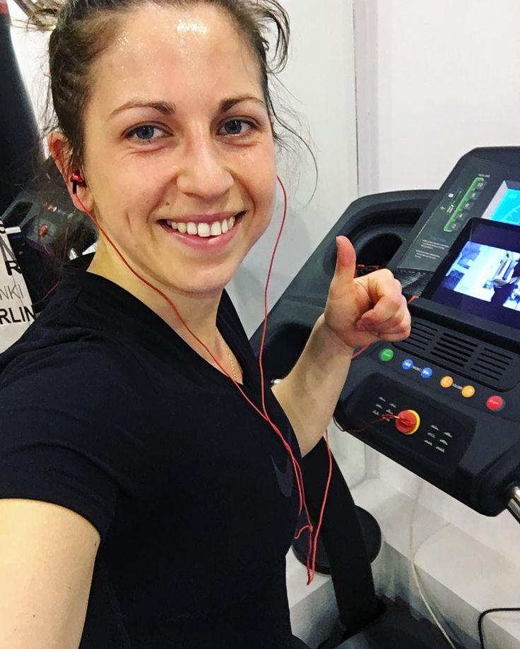 Poniedziałek zaczęty od treningu 40 min na bieżni  do tego ulubiona i motywująca muzyka  #poniedziałek #nowytydzien #bieżnia #bieganie #run #running #runninggirl #runforfun #music #bestmusic #bloger #everydayfit #fitness #fitnessgirl #fitnessmotivation #healthylife #motivation #treadmill #trening #workout #bethebestyou