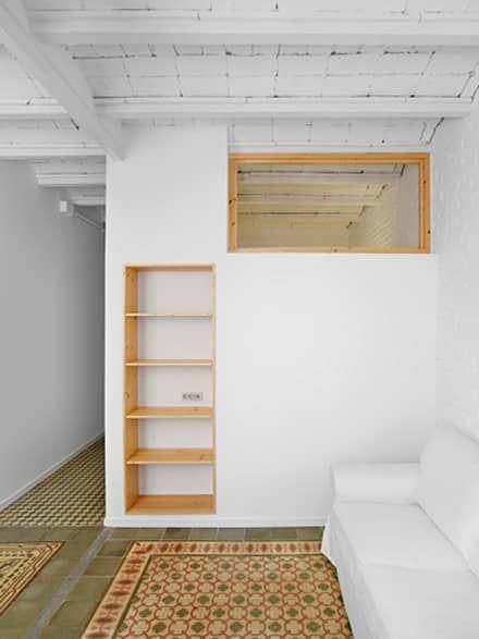 Reforma Ponsich. Salón - comedor: Salones de estilo escandinavo de Oliveras Boix Arquitectes