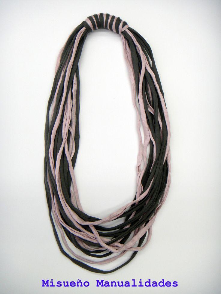 Collar largo bicolor de trapillo.  www.misuenyo.com / www.misuenyo.es