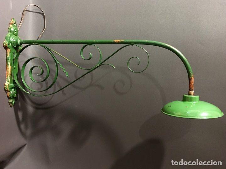 Lampara ,aplique exterior o industrial de metal esmaltado con el soporte de hierro - Foto 1