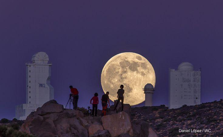 Zdjęcie autorstwa Daniela López z IAC - Instituto de Astrofísica de Canarias zrobione 10 sierpnia super księżycowi, gdy księżyc był w położeniu najbliżej ziemi,  w Parku Narodowym Teide na Teneryfie zostało wyróżnione wyróżnione przez The Wall Street Journal jako jedno z najlepszych zdjęć 2014 roku. Gratulacje dla autora! #Teneryfa