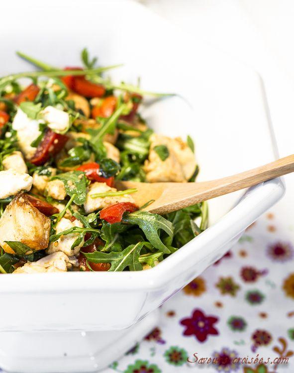 Salade au poulet: salade composée froide au poulet, ail et poivrons