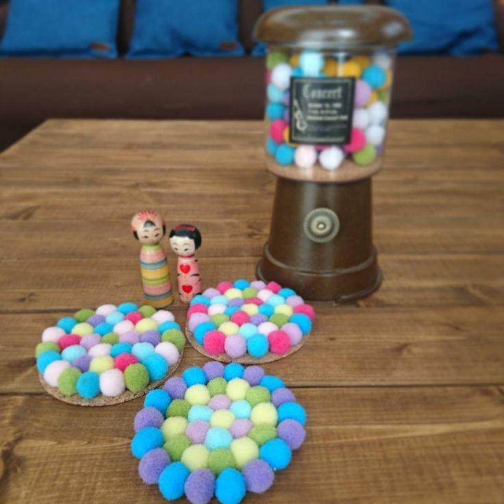 ダイソーから発売されている「デコレーションボール」。羊毛フェルトで作るフェルトボールはモチロン可愛いけれど、手間がかかってたくさん作るのはちょっと大変。そんなときは安くてお手軽、デコレーションボールでプチプラ可愛いハンドメイドをしてみましょう♪