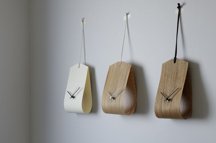 'tag clock' designed by hiroaki matsuyama is extremely light and can be hung anywhere
