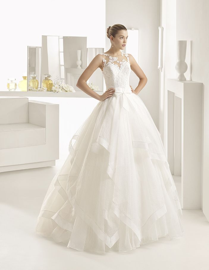 Onasis - Ballgown-style dress with beaded lace bodice, sweetheart neckline, natural waist and layered skirt, in natural.