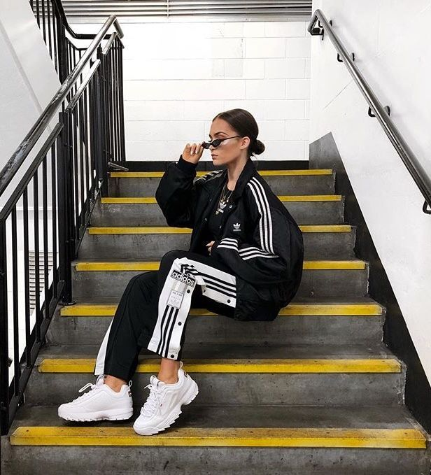 This girl has some black and white adidas pants with an oversized bomber jacket …   – Reisen