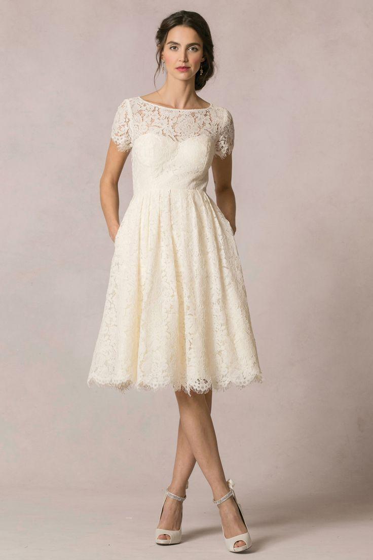 12 Short Wedding Dresses for a Fun 7e9ebdd11aa8