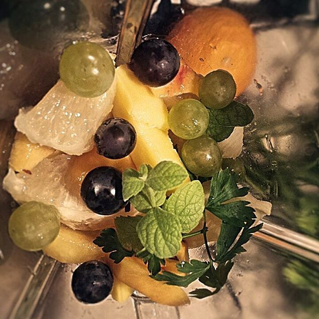 What we have here? GO GREEN🍏🍊🍌🍠🍐🌿🍃 #gogreen #grapefruit #mint #parsley #grapes #bodybuilder #pear #peach #goodnight #supper #coctail #fruity #coconutoil #mixer #healthyplan #healthy #zdrowo #koktail #zielonykoktajl #zielonomi #omniom #smoothie #monday #diet #protein #koktajlnazdrowie #Breakfast #dinner