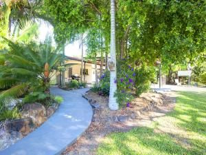 Coastal Entertainer with Mountain Vistas (Tropical Paradise) BEST VALUE IN AGNES WATER