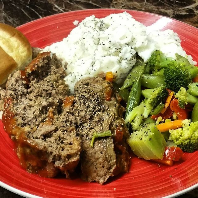 Crock Pot Meatloaf Cooked With Arizona Meat Company 100 Grass Fed Ground Beef Grassfedbeef Allnaturalb Healthy Meats Crockpot Meatloaf Whole Food Recipes