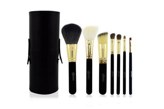 A must BUY! I dag kan du spare 66% på dette Deluxe Makeup sæt med 7 lækre kvalitetsbørster og pensler i naturhår inkl. en eksklusiv opbevaringboks. Sættet indeholder alt hvad du skal bruge, for at lægge en flot makeup til både hverdag og fest. Du får hele sættet for kun 199,- Kan købes her: http://dealhunter.dk/produkt/spar-66-paa-et-deluxe-makeup-saet-med-7-laekre-kvalitetsboerster-og-pensler.html