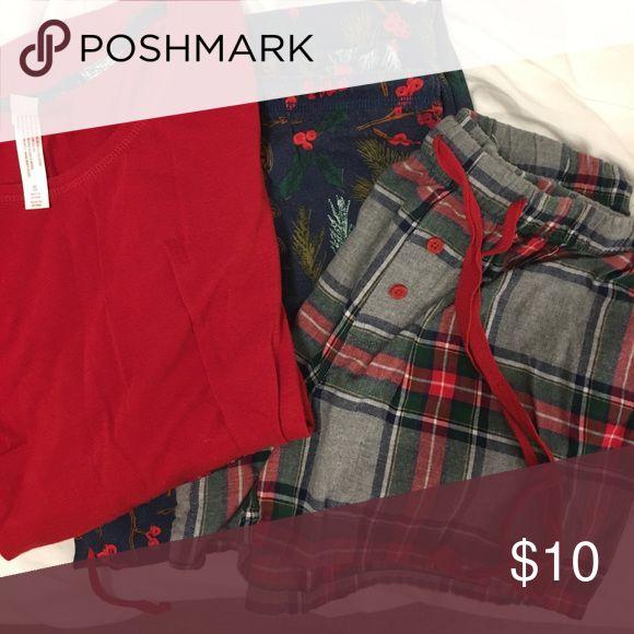 Holiday Pajama Set of 3 Small Includes a long sleeve top, flannel plaid shorts and cotton drawstring pants. Gilligan & O'Malley Intimates & Sleepwear Pajamas