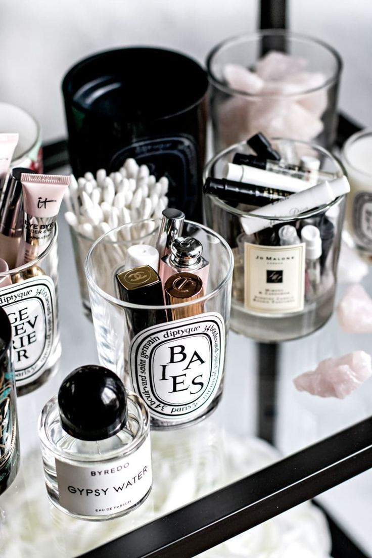 Candle jars are so beautiful, but more often than not they end up in the trash. Save your jars with these 11 genius DIY hacks to reuse old candle jars. Reuse Candle Jars, Cleaning Candle Jars, Reuse Jars, Rangement Makeup, Small Bedroom Storage, Organizing Small Bedrooms, Bedroom Small, Trendy Bedroom, Old Candles