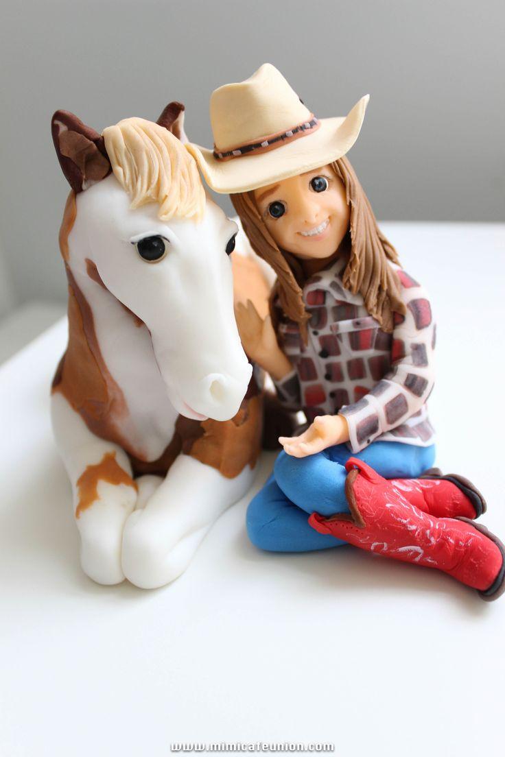 Q lindo de fondant un dia me icieron uno asi pero era negro y de pera casualidat me regalaron un caballo negro q se llama brownie