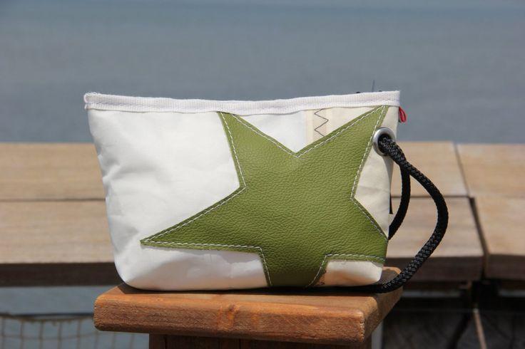 Pochette in vela riciclata con stella verde    #pochette #clutch #sail #vela #handmade #stella #star #unique #artigianato #upcycling #riciclo #recycled #sailbags #green