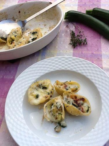 Conchiglioni ripieni di zucchine e pecorino
