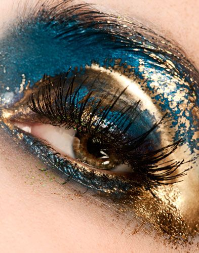 Blue and gold leaf style eye make-up. Could there be a more beautiful colour combo?