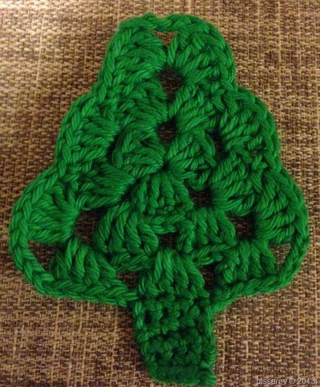 Hæklet juletræ - perfekt sammen med til/fra-kort!