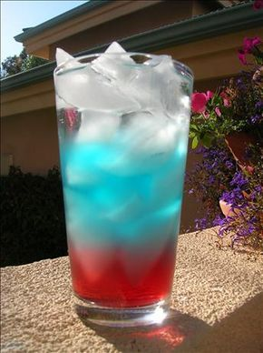 Fourth of July drinks for kids - Fill cups with ice then add 3 oz. fruit punch, 3 oz. blue gatorade, 3 oz. of diet 7-up.
