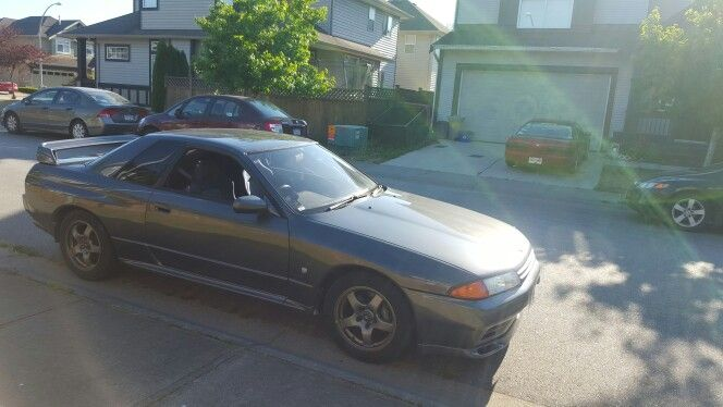Tanveers r32 gtr parked in front of my old house with my s13 in the driveway  #nissan #skyline #gtr #r32 #r32gtr #skylinegtr #godzilla #jdm #240sx #silvia #s13silvia #s13 #ps13 #sil40 #silforty #schassis