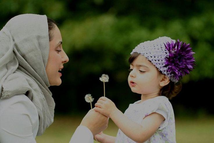 Tiga Siku - Sudah menjadi pengetahuan bersama, 22 Desember setiap tahunnya dirayakan sebagai hari ibu nasional. Kata selamat sudah pantas kita semat kepada satu-satunya wanita yang melahirkan dan mendidik kita hingga saat ini. Namun, apakah kata selamat cukup un