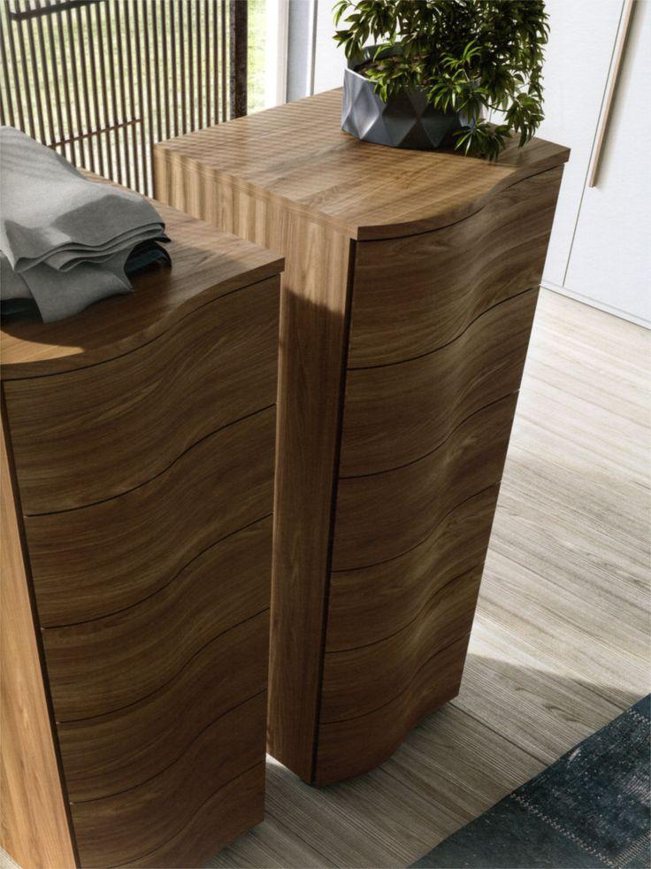 #Settimino 6 cassetti Onda con frontali in #legno multistrato sagomati e rallentatori di chiusura, #personalizzabile in essenza olmo gesso, rovere cenere e noce cognac.