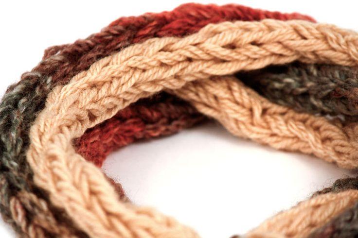 Muchos tejidos puedes ver hoy en La Tienda de Maga: http://latiendademaga.com/index.php/tejidos