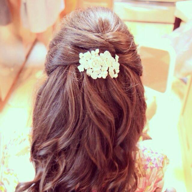 Half up hair style for long hair. Bridal hair.