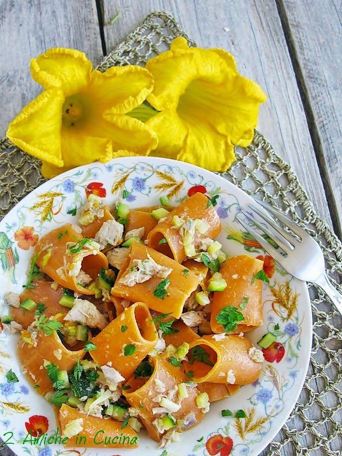 Maccheroni al Peperoncino con Zucchine, Tonno e Fiori di Zucca | 2 Amiche in Cucina