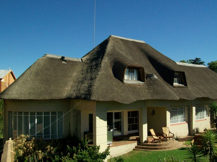 Bedfordview Boutique Lodge is a Brand new four star Establishment on the Eastrand, we are 7 minutes from the Airport and 4 minutes from Eastgate and Bedford Centre. The building is a restored house with a spectacular thatch roof, the roof is where 2 of the luxury rooms have been built in taking full advantage of the atmosphere and double volume height the thatch offers