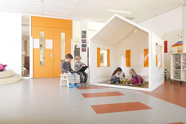 Multifunctionele leerpleinen voor basisschool De Verwondering in Lent | Geen standaard klassenopstelling meer maar ateliers met uitdagende werkplekken.