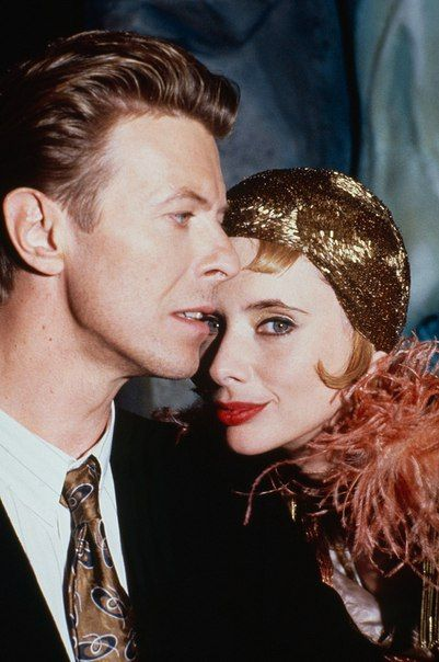 David Bowie ~ the Linguini Incident- I have been looking for this movie for ever but they don't sell it in the right dvd region :( Más