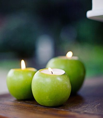 These candle holders created from apples for a fall wedding are to die for—we can almost smell the fresh apples now. Set them as centerpieces or subtly around the room for mood lighting.