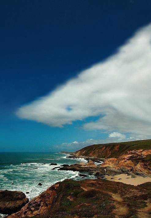 """shark"" cloud over the beach.. too cool!!"