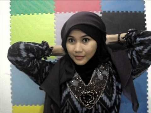 An easy tutorial to wear Paris Hijab whice is simply yet looked beautiful for all Muslimah. Find us on Facebook at http://www.facebook.com/CaraMemakaiJilbab1