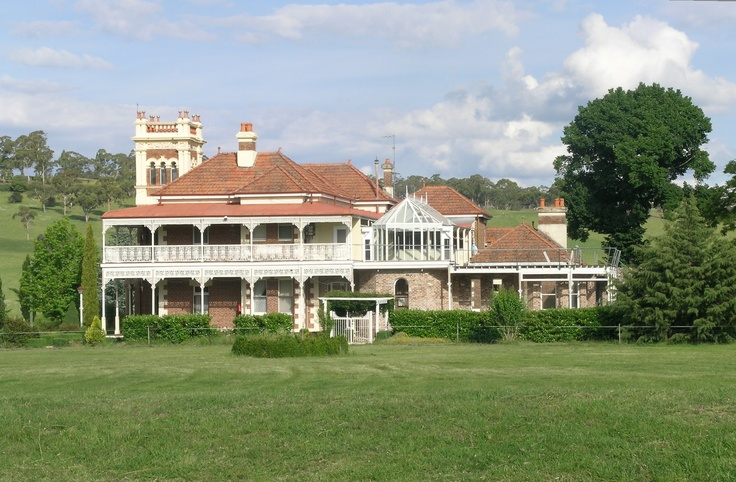 I admire this house everytime i drive past at Walcha, NSW.