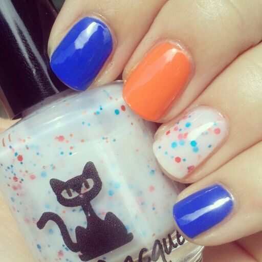 Mixed mani with Vivid Laquer Pick Your Portal, Essie Butler Please and Essie Fear Or Desire