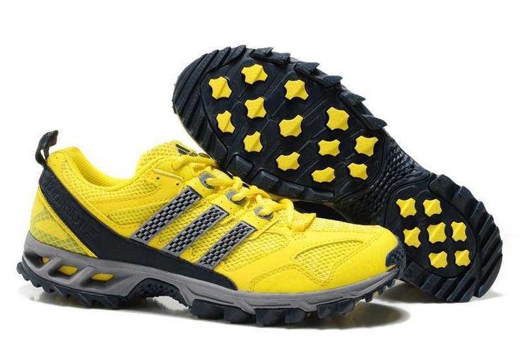 Adidas Kanadia 5 Pánské Trail běžecké boty jsou ideální volbou pro oddaný běžec, se vzduchem OK svrškem pro maximální ventilaci, syntetické překrytí konkrétně umístěné na podnože zlepšené a vstřikovaná EVA stélka pro pohodlí. Pánské trail běžecká obuv funkce adiPrene v patě pro lepší odpružení při dopadu, kompletní přední krajka pro bezpečné uchopení a odolná podrážka s blátem vydání výstupky pro skvělou přilnavost bez dodatečnou tíhou hlíny a bláta.