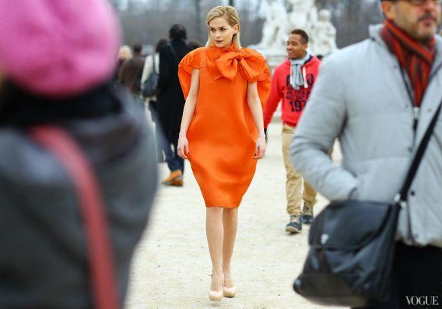 naranja, como llevar-color-naranja-mango-zara-bolsos-metacrilatos-salones-rosa-pumps--esmalte-uñas-dior-rosa-naranja-rebecas-color-block-bodas-naranja-natalie-portaman-rihana | Mis dudas de moda