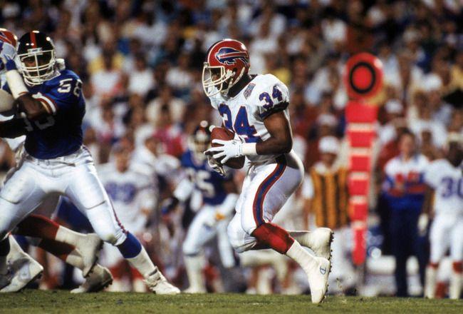 Thurman Thomas #34 of the Buffalo Bills hustles for yards in Super Bowl XXV