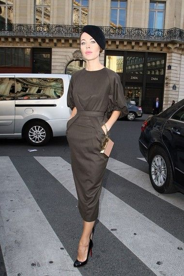 Ulyana Sergeenko, em Paris. http://www.vogue.xl.pt/estilo/look-do-dia/5247-look-do-dia-tr%C3%A8s-chic.html#