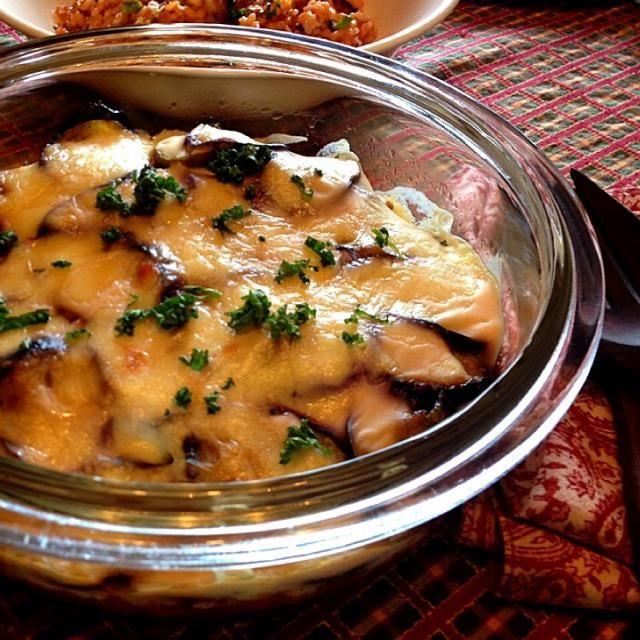 今日はラム肉で❤️  quitaさんのレシピを参考に、ラム肉100%で。硬くならないか心配でしたが加減しつつ。。なんとかジューシーに出来て一安心  先日の鹿肉よりもこのお料理はジューシーなラムの方が合っているかも✨  quitaさん、度々つくフォトさせて頂きます。改めてありがとうございます✨ - 165件のもぐもぐ - quitaさんの料理 Greek moussaka by ゆぅ