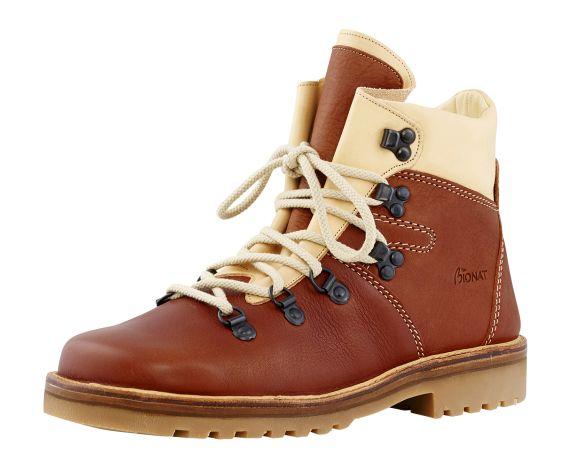 La chaussure de randonnée BAQUEIRA est un modèle mixte destinée aux randonneurs soucieux de leur confort et du respect de l'environnement.