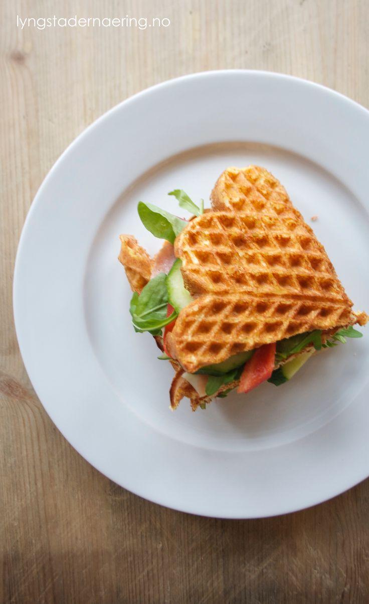 Dette er min store favoritt om dagen: vaffel-sandwich! Jeg elsker brød med pålegg, men prøver å begrense inntaket. Jeg har derfor funnet noen gode erstatninger, for eksempel disse vaflene. Jeg har…