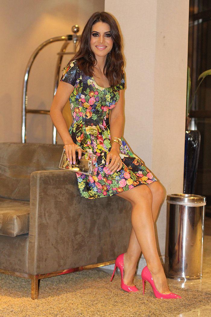 Look da Noite: vestido floral e scarpin pink