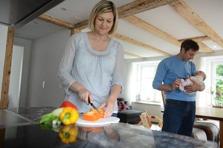 """Auch nach der Schwangerschaft beim Stillen ist eine gesunde und ausgewogene Ernährung wichtig. Aus unserem Buch """"Ich bin schwanger"""", TRIAS Verlag. ©Tina Steinauer, Sternenberg/Zürich"""